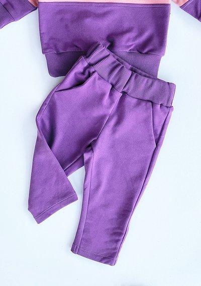 Dziecięce klasyczne spodnie dresowe  fioletowe