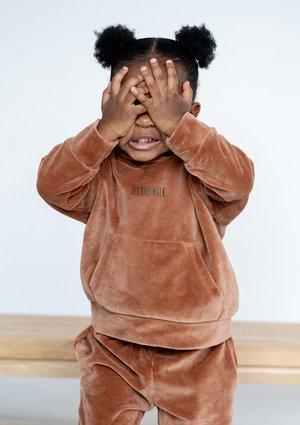 Dziecięca bluza welurowa z kapturem Toffee ILM